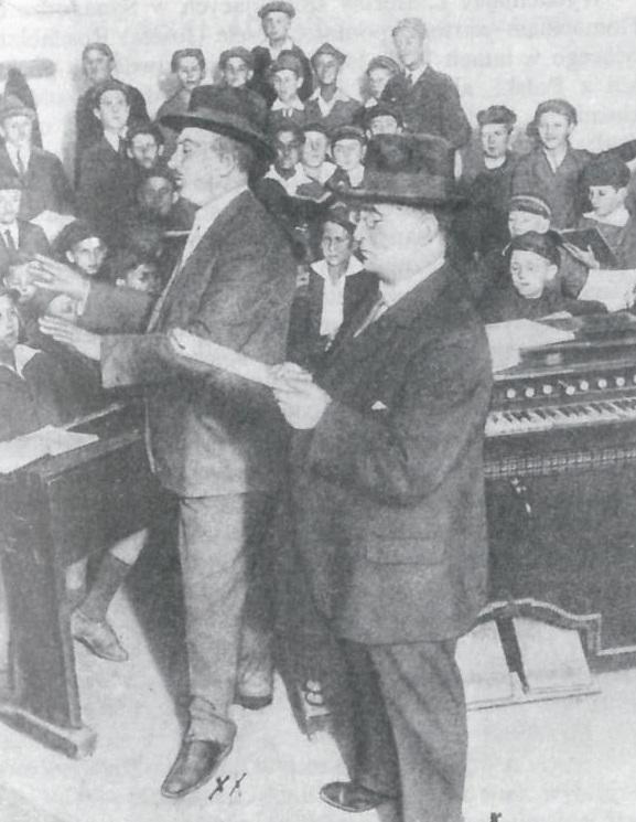 Ilustracja 6. Chór Synagogi na Tłomackiem, Warszawa, ok. 1929 roku. Dyryguje Dawid Ajzensztadt (z lewej), Ewa Małkowska, <i>Synagoga na Tłomackiem</i>, PWN, Warszawa 1991, s. 83.